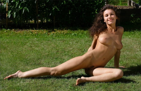 new nude images of zoe mcconnell
